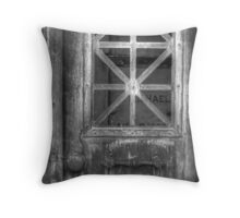Come in...if you dare Throw Pillow