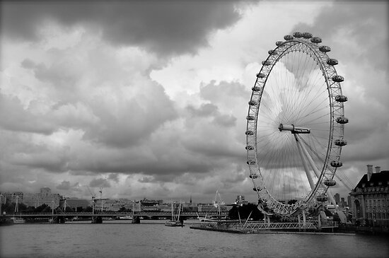 london eye black and - photo #4