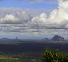 Glasshouse Mountains, Queensland by paulinea