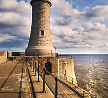 Tynemouth Lighthouse by stewartspics