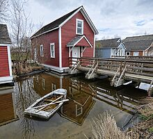 Steveston-house with sunken boat by Tom Davidson