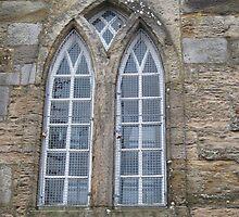 Kilbirnie Auld Kirk exterior 3 by Ray Vaughan