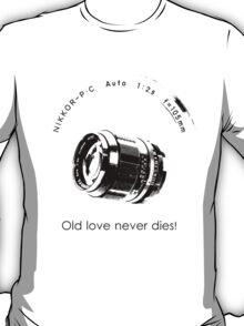 Nikkor 105mm Black Old love never dies! T-Shirt