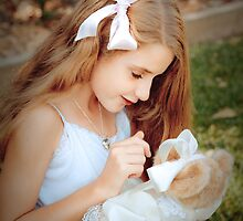 Teddy Love by Renee  Lowe