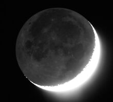 Crescent Moon with Earthshine by Duncan Waldron