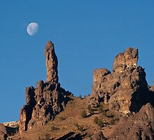 The finger of God and the moon by fotovivencias