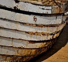 Boat curves by Karen  Betts