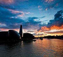 Sunset over the Thames by OllyPlumstead