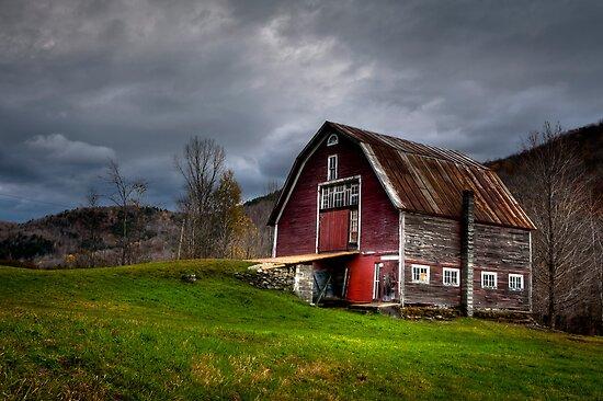 Old Red Barn by Joe Jennelle