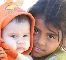 Little babysitter - jovencita canguro  by Bernhard Matejka