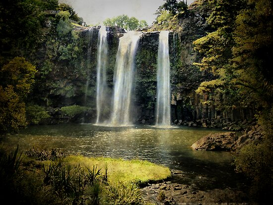 Tikipunga Falls, Whangarei, New Zealand. by Lynne Haselden