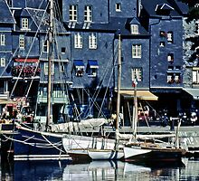 Honfleur - A corner of the Old Harbor by cclaude