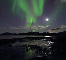 September Aurora & moon by Frank Olsen