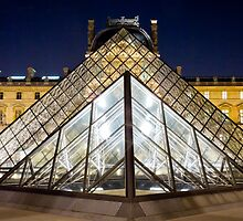 Pyramides du Louvre, by night by Philip Kearney