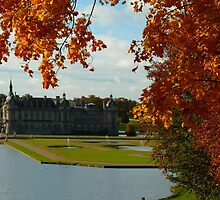 le chateau de Chantilly en automne by supergold
