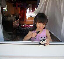 Célia in the caravan by daffodil