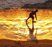 Shadow play in  the golden sunshine - Juego de sombra en la luz de oro del sol by Bernhard Matejka