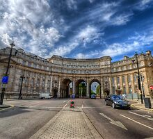 Admiralty Arch by Yhun Suarez