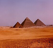 Giza plateau by machka