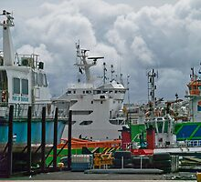 Colour in the harbour by awefaul