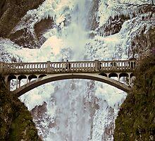 Frozen Multnomah Falls by Chrisdor