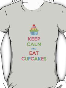 Keep Calm and Eat Cupcakes 5  T-Shirt