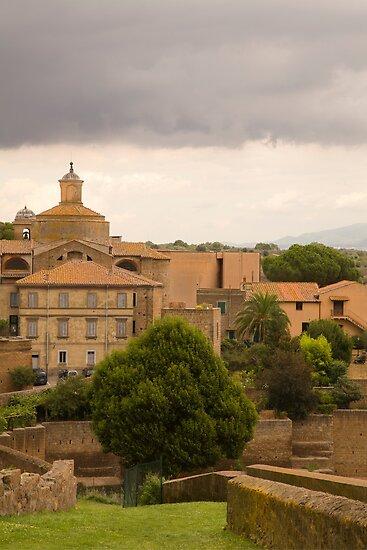 Tuscania by Ian Middleton