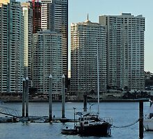 Brisbane River and apartments by STHogan
