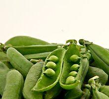 Bunch of peas by Gert Lavsen