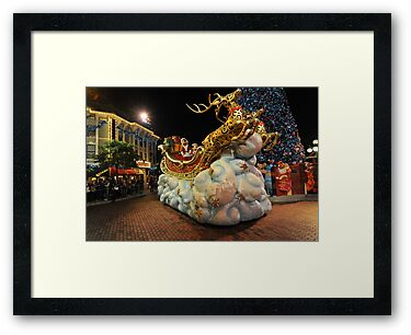 Christmas Parade at Disneyland, Hong Kong by Ralph de Zilva