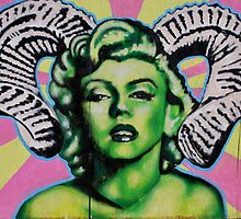 Green Marilyn at Venice Beach (full) by depsn1