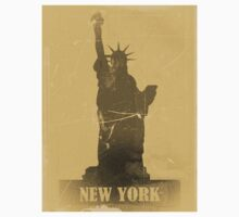 Statue of Liberty  Vintage T-Shirt by Nhan Ngo