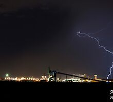 Lightning Over Kwinana by stevebrooks