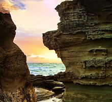 Sandstone Rocks at Hargraves by Tam  Locke