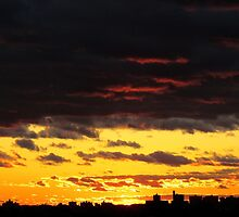 Sky drama, New York City  by Alberto  DeJesus