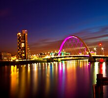 Glasgow by night. Squinty bridge over the Clyde. by Birgit Van den Broeck