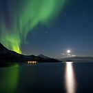 Aurora &amp; descending moon by Frank Olsen
