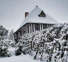 Headcorn Manor In The Snow by Dave Godden