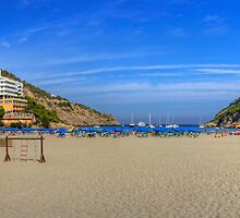 Cala Llonga Playa by Tom Gomez