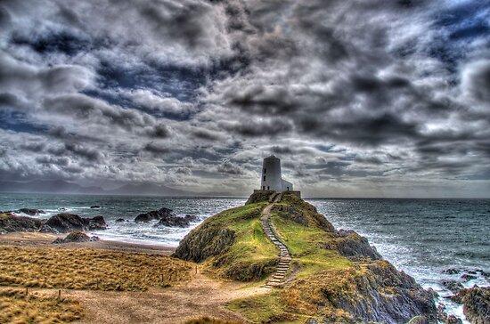 Llanddwyn Island - Light house by Simon Evans