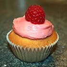 Raspberry Cupcake by laraprior
