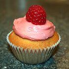 Raspberry Cupcake by laraprior