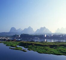 Mountains of Yangshuo Guilin by sloweater