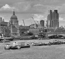 London, from Waterloo Bridge by Zamzara