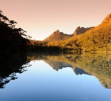 Lake Lilla, Cradle Mountain. Tasmania. by flyflicker
