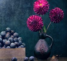 Stillife with dahlias by karrr