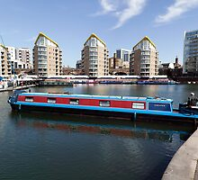 Narrow boat Manoevering at Limehouse Basin by John Gaffen