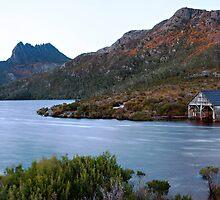 Morning light - Cradle Mountain by Stephanie Johnson