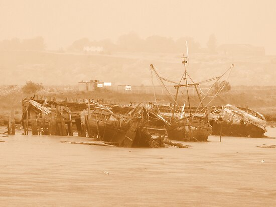 Wrecks at Faversham Creek by mikebov
