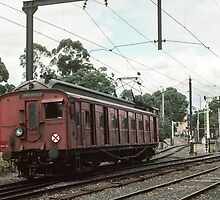 Hurstbridge red single entering Eltham Railway station 1983 04090003  by Fred Mitchell